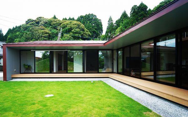 かなり斜めになったデザインの平屋住宅
