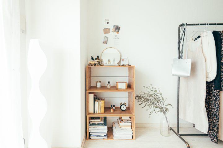「抜け感」のある家具を選ぶ v
