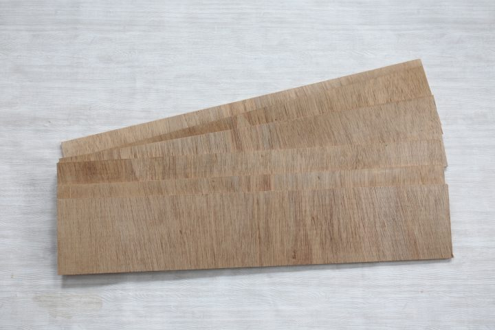材料はベニヤ板がベース