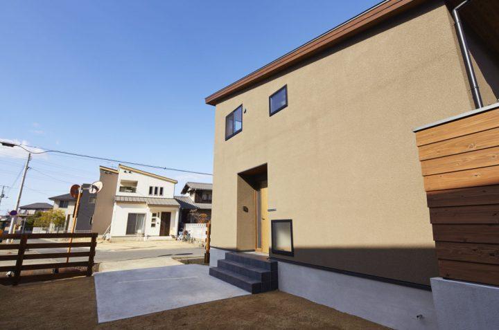 ブラウンの外壁×おしゃれな片流れの家
