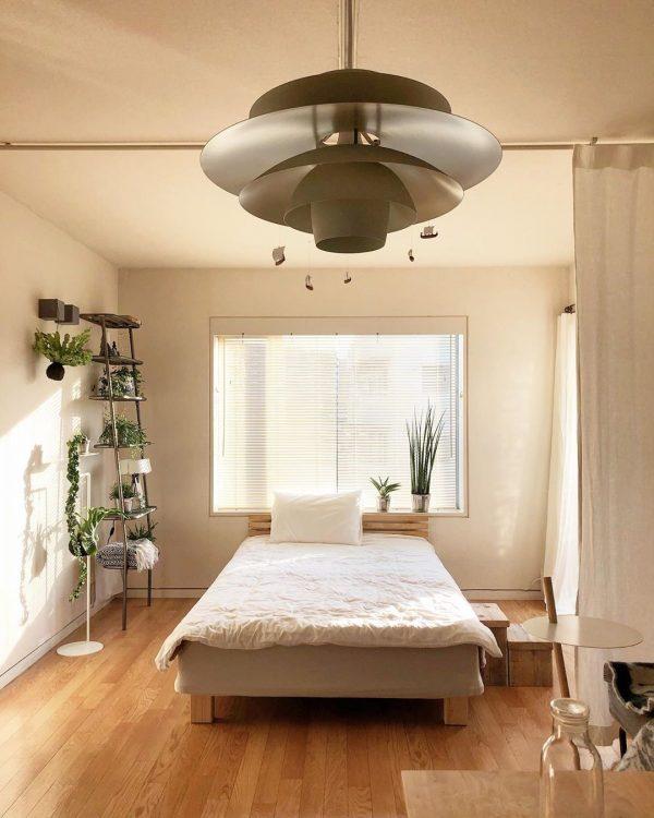 ホテルライクな14畳ワンルームのベッドスペース
