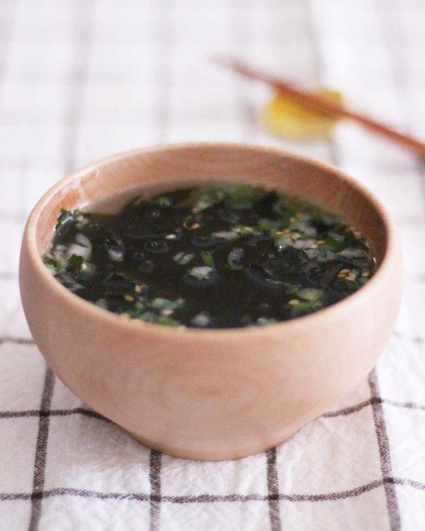 簡単レシピのわかめスープを1週間の献立に