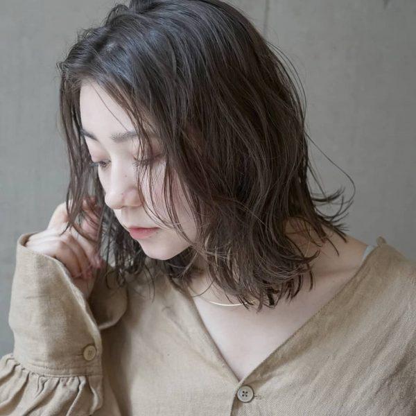 秋のトレンドおすすめ髪型【ミディアム】4