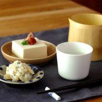 毎日のテーブルに!《イイホシユミコさん》のシンプルで使いやすい食器特集