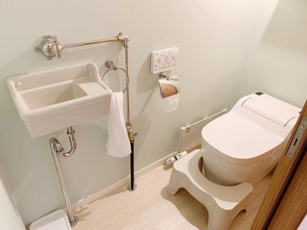 無機質な手洗いスペースが素敵なトイレ