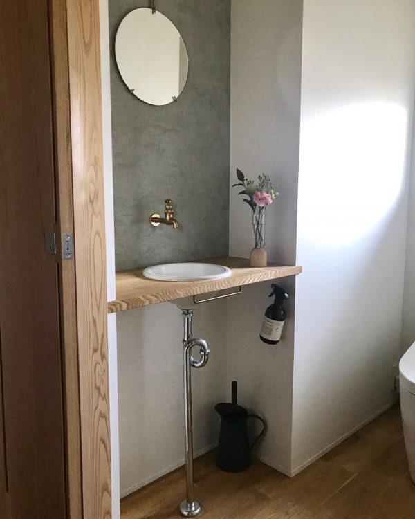 モルタル壁がかっこいいトイレ