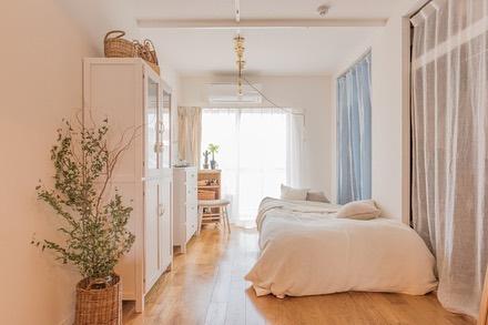 ベッド周りがシンプルな縦長1K8畳レイアウト