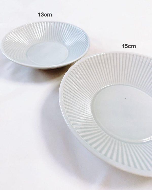 シンプルなフォルムでおしゃれカラーの深皿