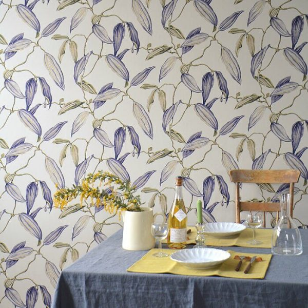 大胆な花柄壁紙の壁