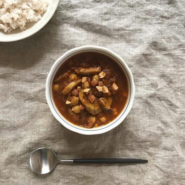 人気料理のアレンジレシピ!ごぼうカレー
