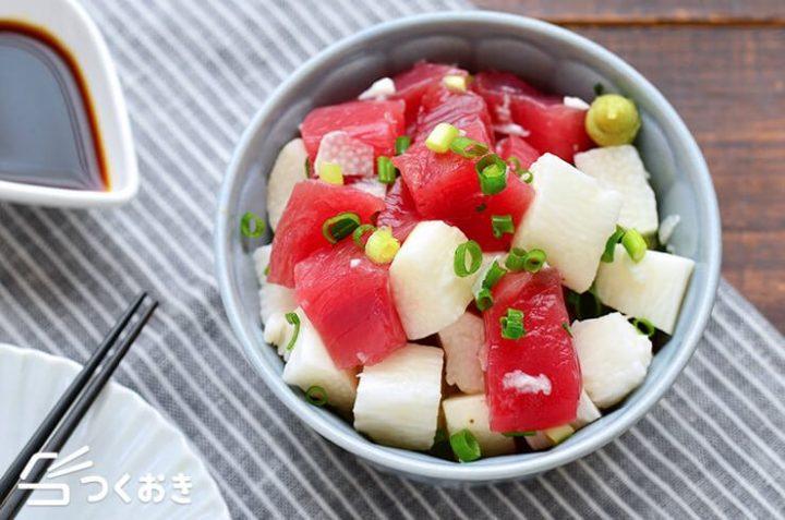 和食料理。マグロと長芋の和風だし和え