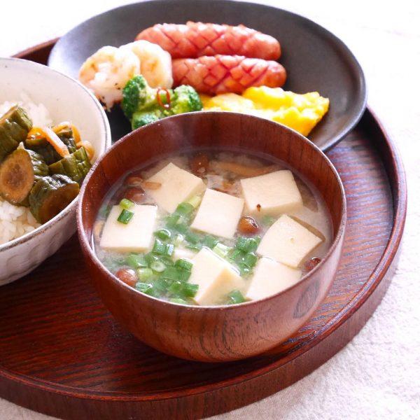 高野豆腐となめことねぎの味噌汁