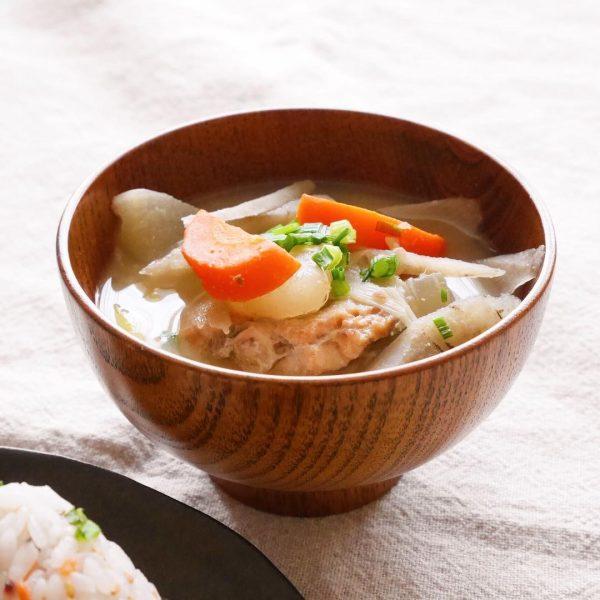 鮭のあらと野菜の味噌汁