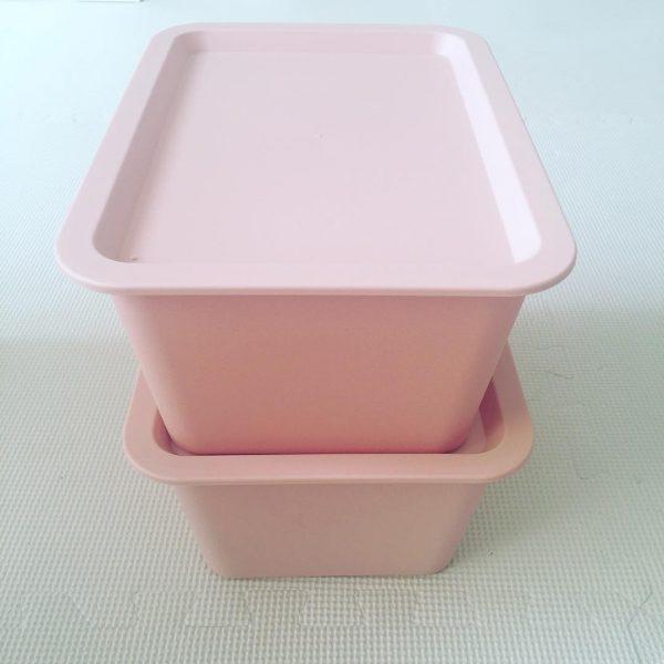 色が可愛いキャンドゥの収納ボックス