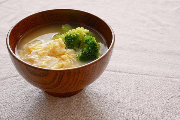かき玉とブロッコリーの味噌汁