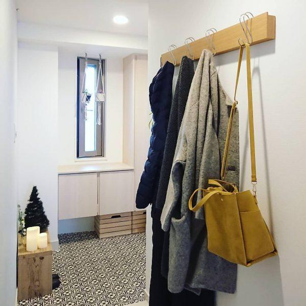 壁を活用!無印良品で叶うコート収納アイデア