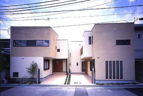 ベージュの外壁×おしゃれな分譲住宅