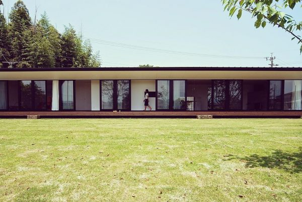 長いゆったりデザインがおしゃれな平屋住宅