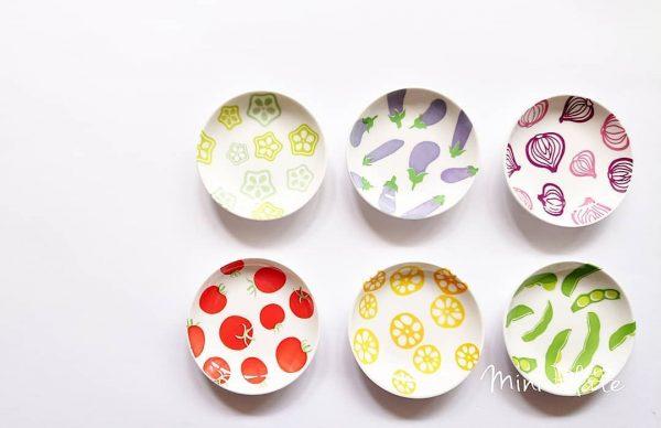 ポップなカラーの野菜イラストが可愛い豆皿