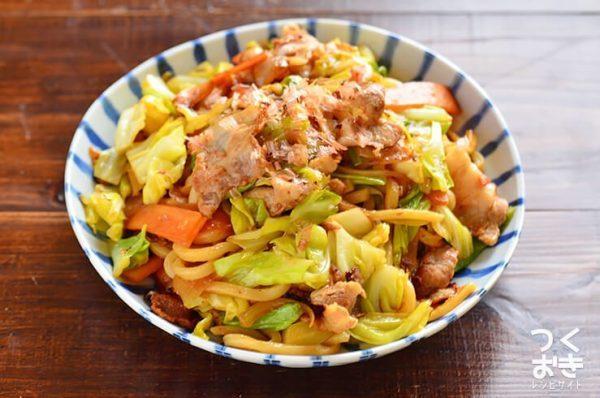 栄養満点。野菜たっぷり焼きうどん