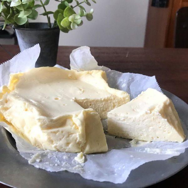 オーブンなしの簡単レシピ!白いチーズケーキ