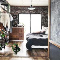 黒レンガ風壁紙のインテリアコーディネート特集!リビングやキッチンを洋風な空間に♪