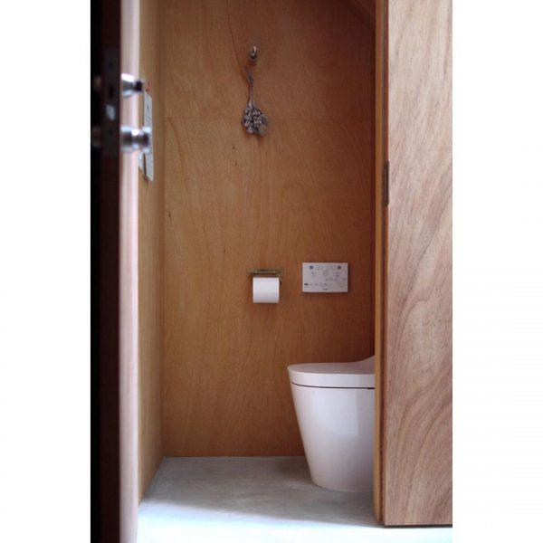 ミニマルインテリアのトイレ