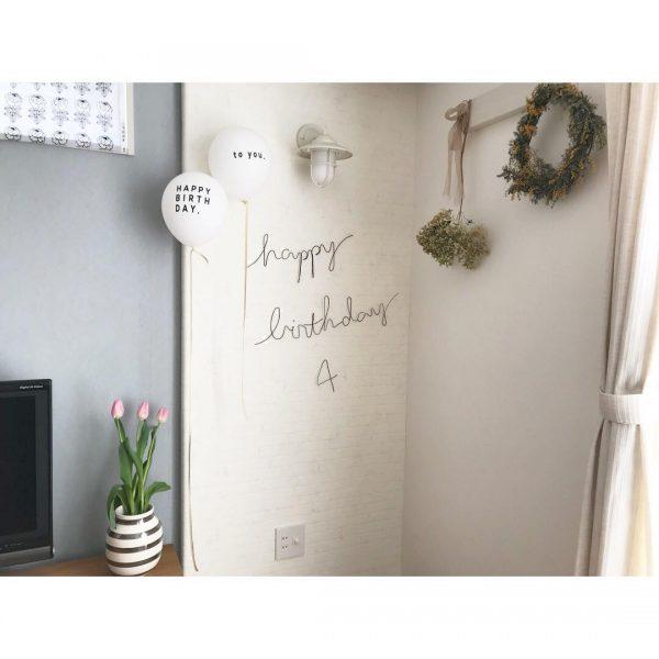手作りのワイヤーアートで誕生日の飾り付け
