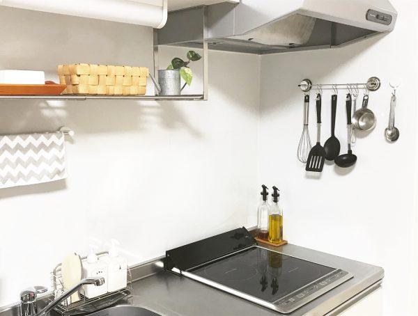 美しく整理されたミニマルキッチン