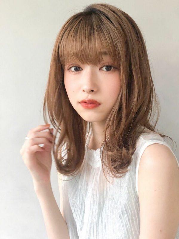 離れ目の女性に似合う髪型:重め前髪3