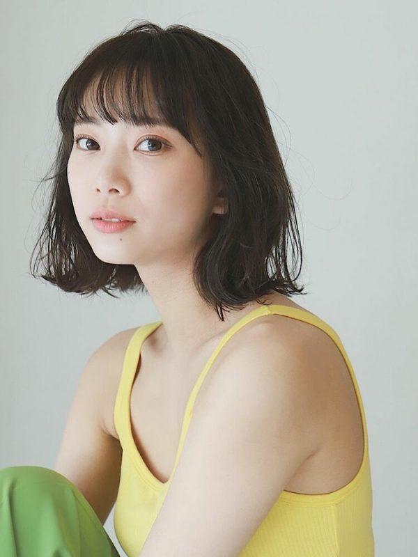離れ目の女性に似合う髪型:薄め前髪2