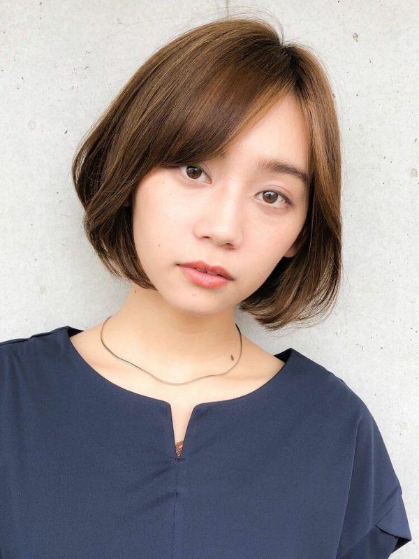 離れ目の女性に似合う髪型:斜め前髪2