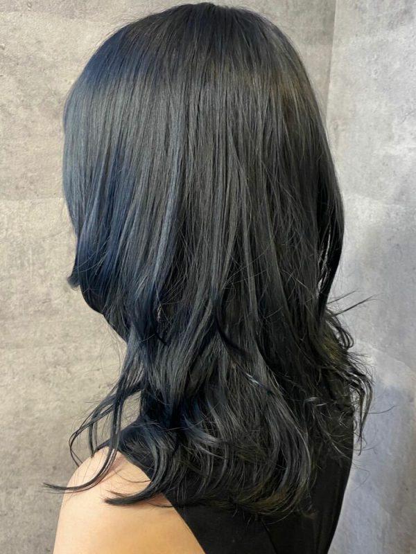 黒に近いおすすめの髪色《ブルー系》2