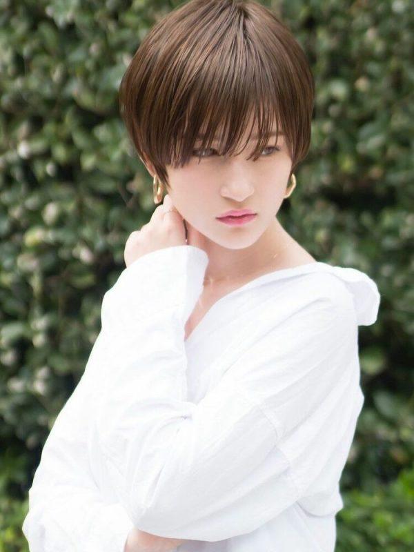 ナチュラル感のある前髪ありのハンサムショート