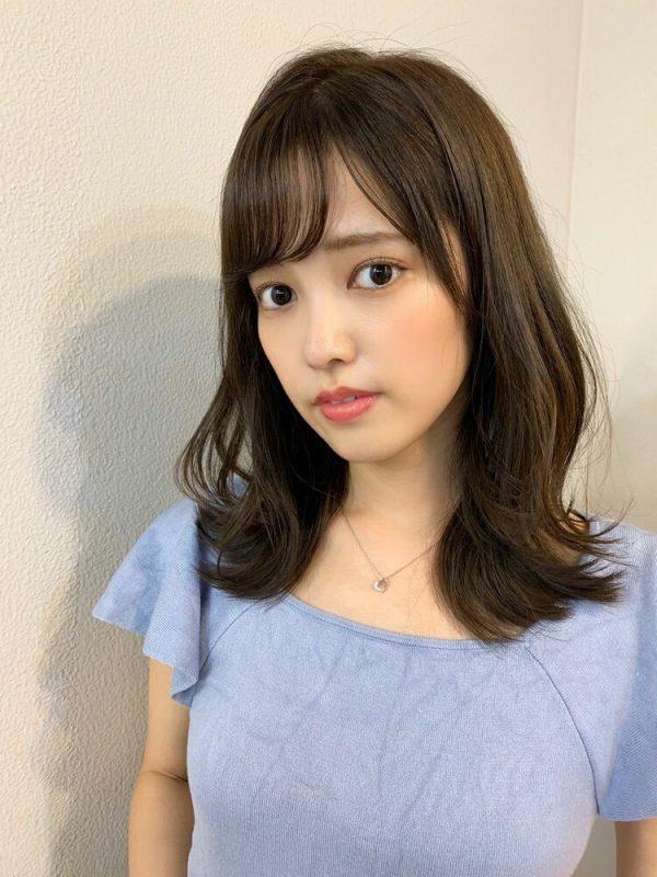 離れ目の女性に似合う髪型:薄め前髪4