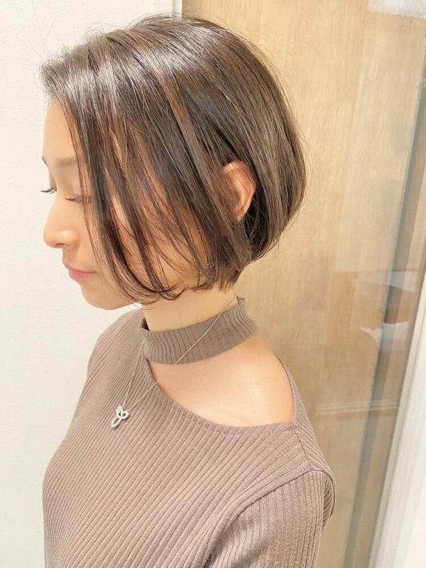 長め前髪が女性らしいすっきりボブヘア