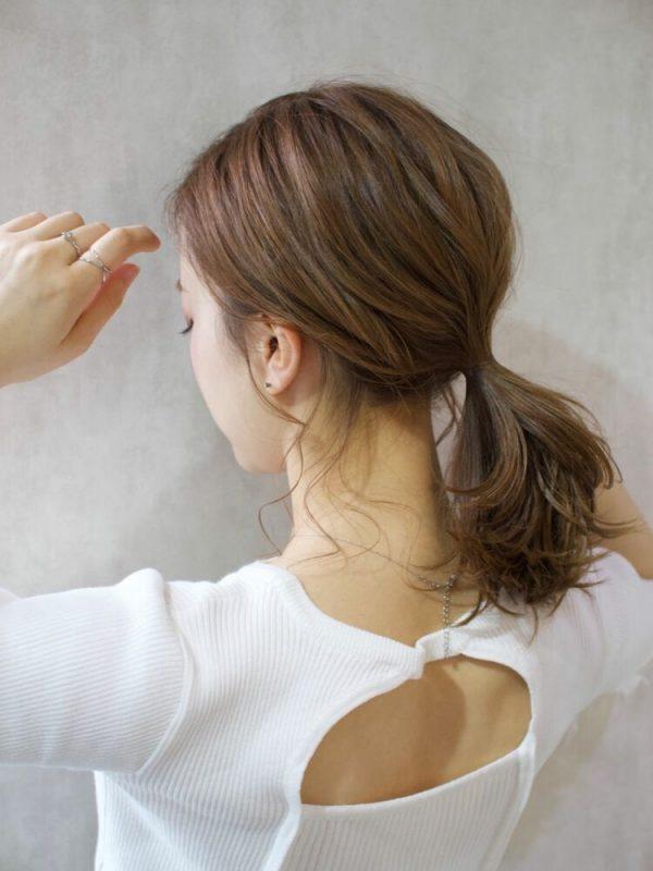 後れ毛が色っぽいオールバックポニーテール