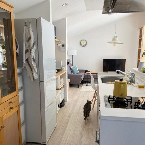 窓の外を眺められる気持ちの良いキッチン