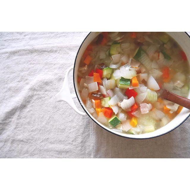 ランチメニューに角切り野菜のスープ