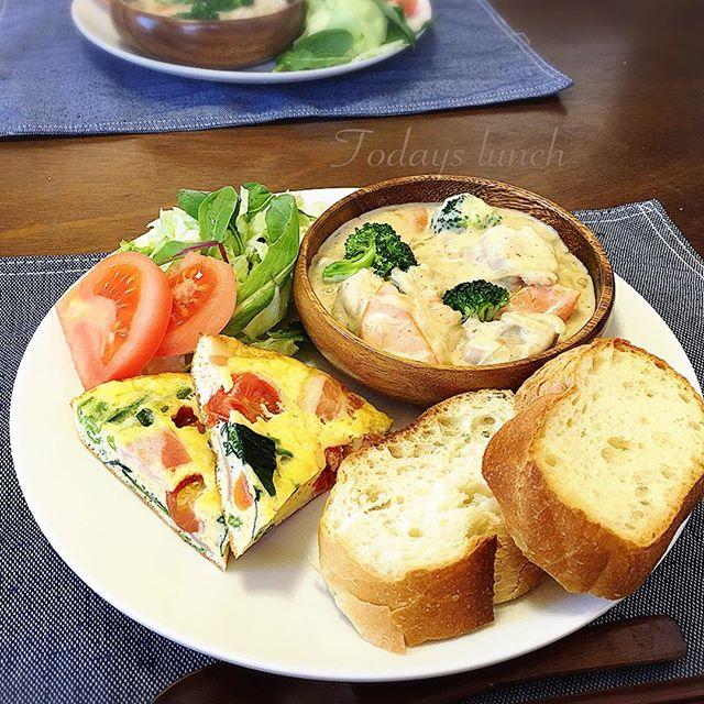 トマトとほうれん草とベーコンのオムレツ