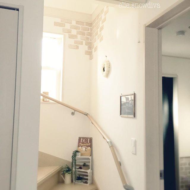 明るめレンガ柄シートを活用した階段DIY
