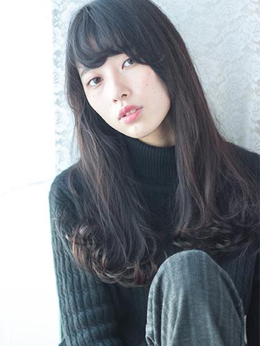 離れ目の女性に似合う髪型:パーマ4