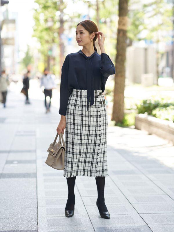 ボウタイシャツ×ツイードベルトスカート