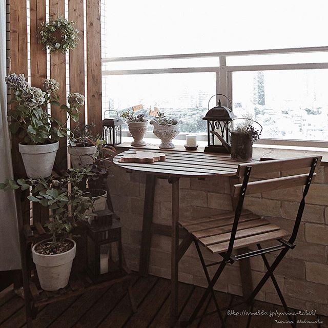 ガーデンテーブルとチェアでくつろげる空間