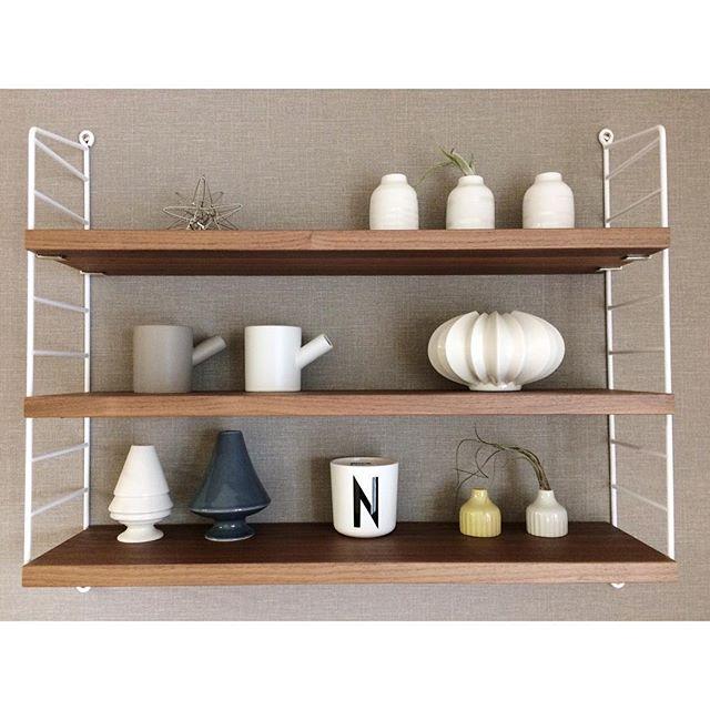 飾り棚に陶器の雑貨をコーディネート