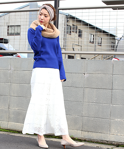 スヌード×白レーススカート