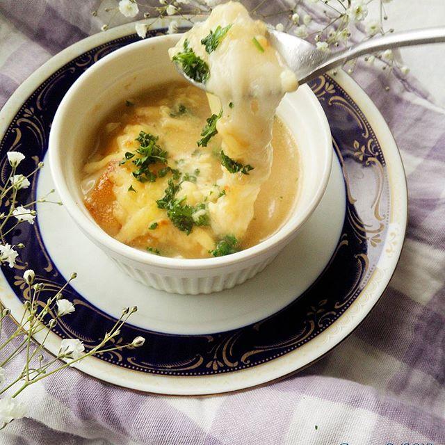 餅とチーズがとろり!オニオングラタンスープ