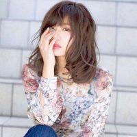 色っぽい大人のミディアムヘア♡女性らしさが際立つ魅力的な髪型を厳選!