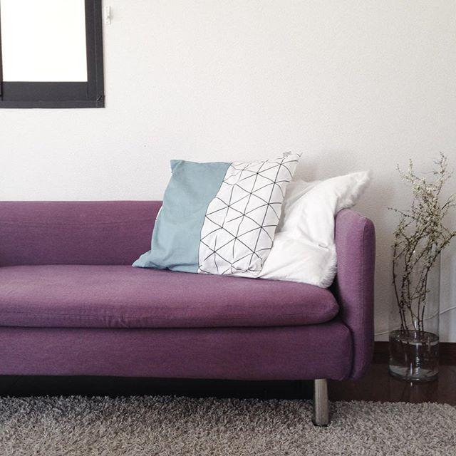 風水で南の位置にマッチする紫のソファ