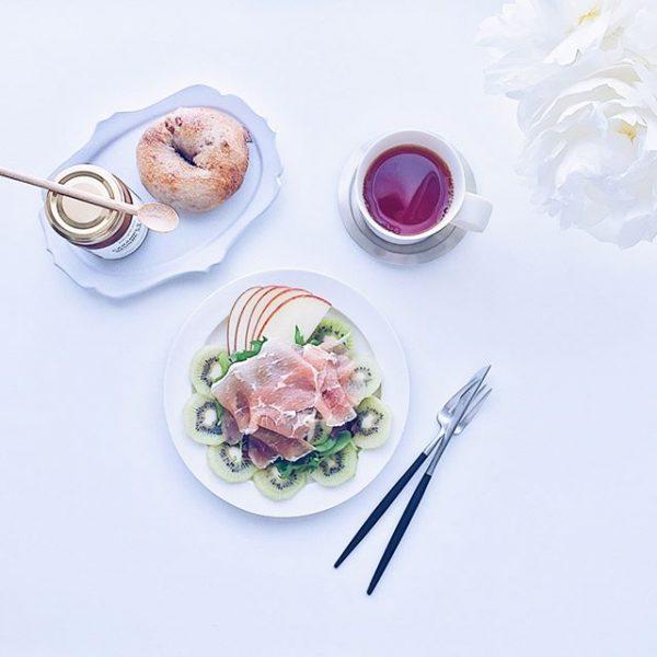 12月のおすすめ料理♪キウイと生ハムサラダ